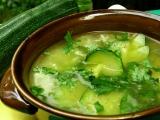 Cuketová polévka s mladým česnekem a rýží recept