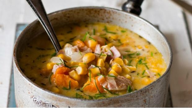 Kukuřičná polévka se slaninou a batáty