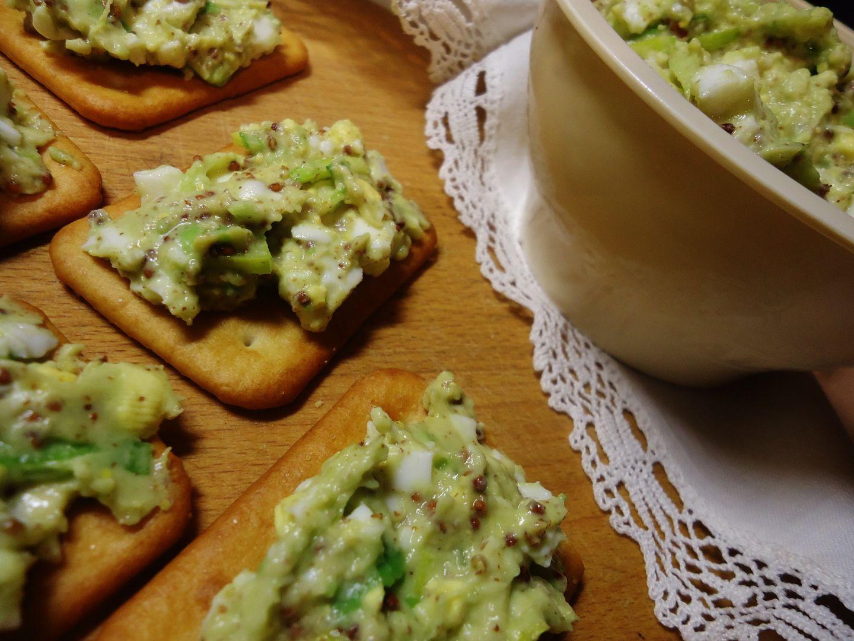 Pomazánka s avokádem, vejcem a hořčicí recept