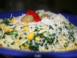 Smetanová těstovinová rýže s listovým špenátem a kukuřicí recept ...
