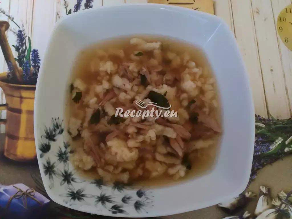 Jarní kuřecí polévka s bylinkami recept  polévky