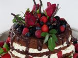 Čokoládový dort s polevou, ovocem a růžemi recept