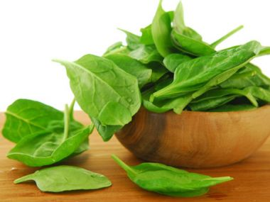 Recept Špenátový salát s mátou