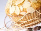Banánové muffiny s ovesnými vločkami, kokosem a mandlemi ...