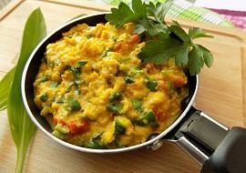 Míchaná vejce s rajčaty a medvědím česnekem recept  TopRecepty ...
