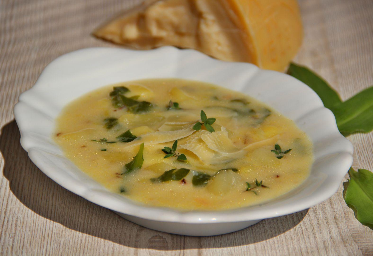Bramborová polévka s parmazánem recept