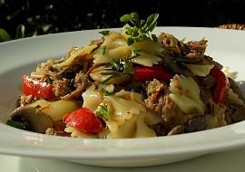 Těstoviny s pečeným masem a zeleninou recept