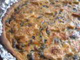 Slaný koláč s uzeným lososem a medvědím česnekem recept ...