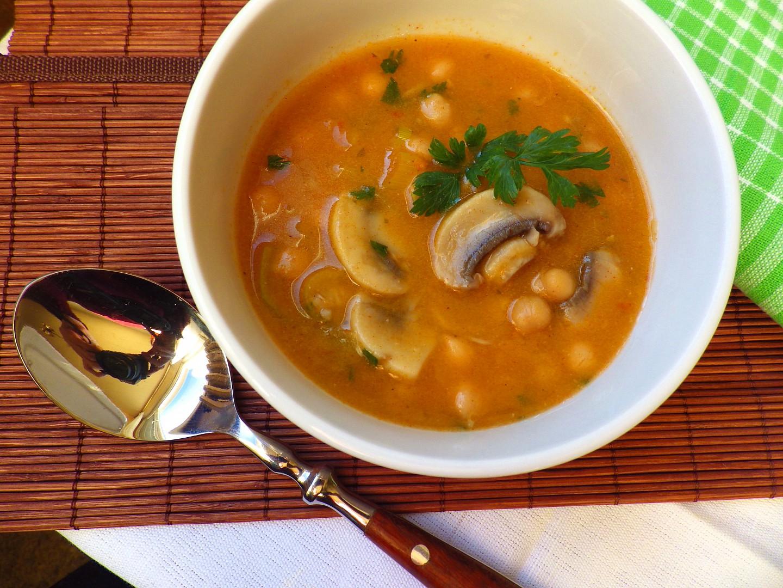Pikantní žampionová polévka s cizrnou recept