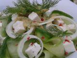 Okurkový salát s koprem a balkánským sýrem recept