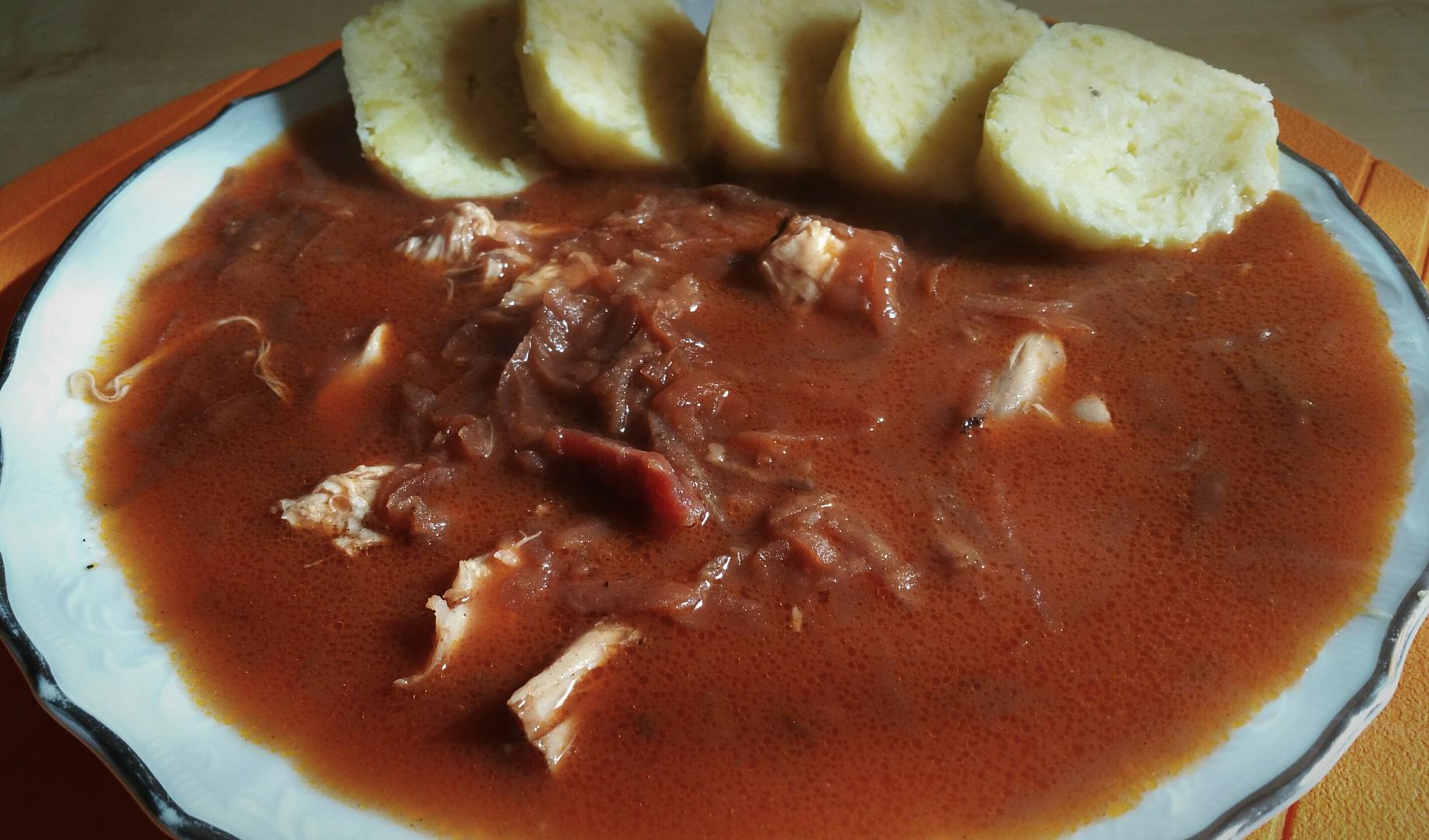 Kuřecí s červenou řepou, hrubý bramborový knedlík recept ...