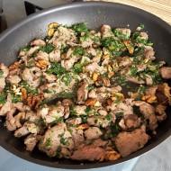 Krůtí maso s ořechy a bylinkami recept