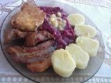 Pečené maso s červeným zelím a bramborovým knedlíkem recept ...