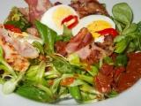 Salát se slaninou, polníčkem, sušenými rajčaty a vejci recept ...