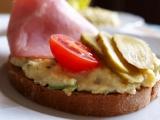 Pomazánka z míchaných vajíček s hermelínem recept