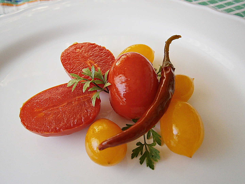 Rajčata v pikantním nálevu recept