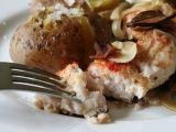 Kapr pečený s houbami a cibulí recept