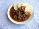 Hovězí guláš s majoránkou recept