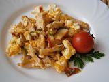 Kuřecí nudličky na zelenině s míchanými vejci recept