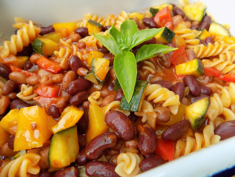 Těstoviny se zeleninou a fazolemi recept