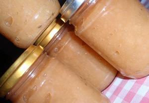Jablečné nebo hruškové pyré (rozvar)  kořeněný