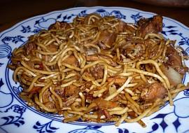Čínské smažené nudle s kuřecím masem recept