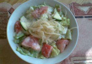 Zeleninovo-sýrový salát s jogurtem