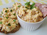 Pomazánka se sýrem, uzeninou a česnekem recept