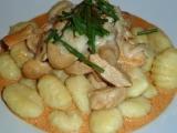 Kuřecí prsa s krémovou sýrovo-rajčatovou omáčkou recept ...
