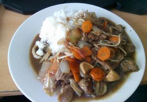 Hovězí maso s bambusem a houbami