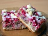 Celozrnný vláčný dvoubarevný koláč s ovocem a drobenkou recept ...