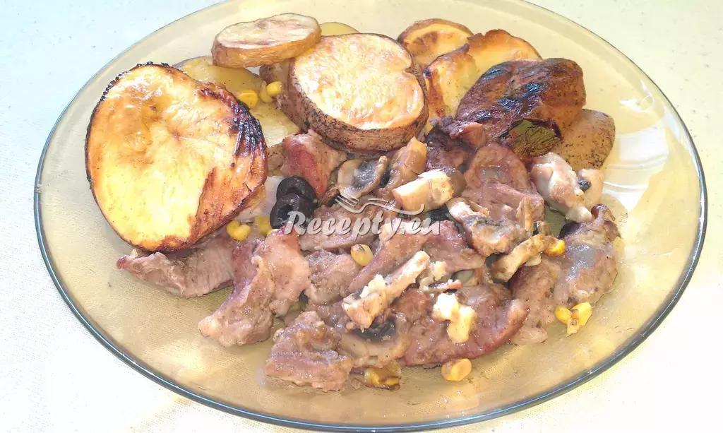 Zapečené brambory s vepřovým masem recept  bramborové ...