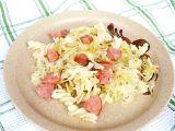 Těstoviny s kysaným zelím a salámem recept