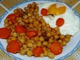 Cizrna s mrkví a sázeným vejcem recept