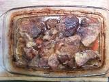 Pečené maso na černém pivu a zelenině recept