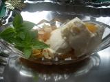 Orientální broskve s jogurtovou zmrzlinou recept