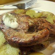 Kořeněná krůtí prsa s pečenými brambory recept