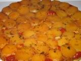 Obrácený koláč z malých brambor, cherry rajčat a sýru Brie recept ...