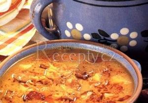 Zelná polévka s klobásou