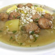 Česneková polévka s kroupami a masovými knedlíčky recept ...