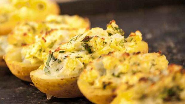 Brambory plněné bramborami a zlatou cibulkou