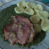 Uzené maso se špenátem a bramborovými špalíčky recept
