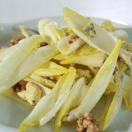 Čekankový salát s modrým sýrem recept