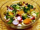 Těstovinový salát se zeleninou a ovocem recept