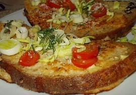 Chléb, obalený sýrovou nádivkou z receptu:  Pečené vepřové ...