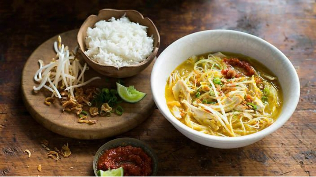 Kuřecí nudlová polévka Soto Ayam