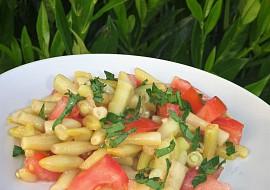 Salát z fazolek a rajčat s česnekem recept