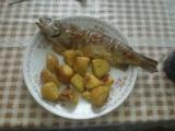 Pstruh pečený s bramborem recept