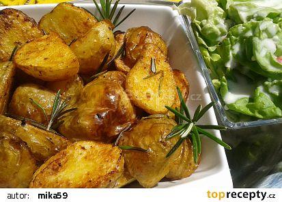 Pečené nové brambory s hlávkovým salátem a kefírem recept ...
