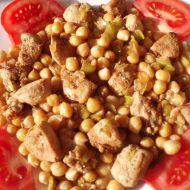 Cizrna s kuřecím masem na kari recept